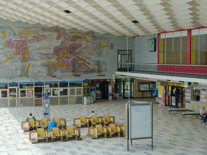 Wnętrze dworca kolejowego