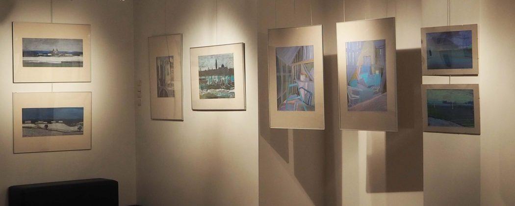 Pomieszczenie Galerii wypełnione obrazami